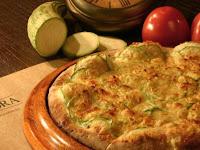 Pizza de Queijo e Abobrinha