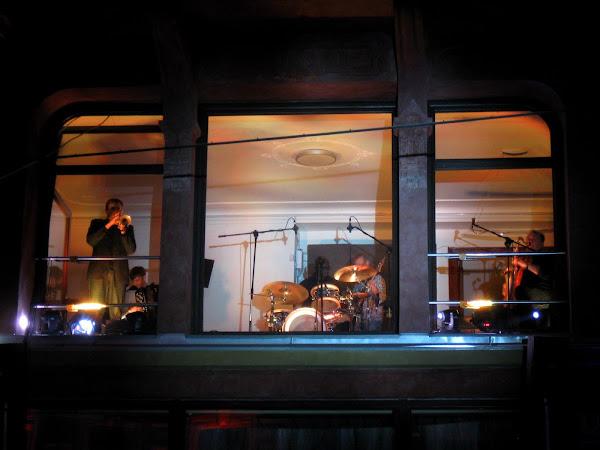 jazzowy koncert Urbaniaka w łódzkim oknie