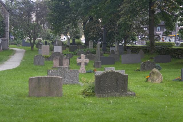 Cementerio tras Vangskyrkja, no encontramos la cruz de San Olaf