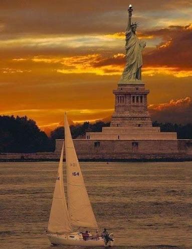 Statue de la Liberté à Liberty Island au sud de Manhattan