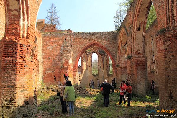 Ruiny Kościoła w Fiszewie - oczyszczone wnętrza