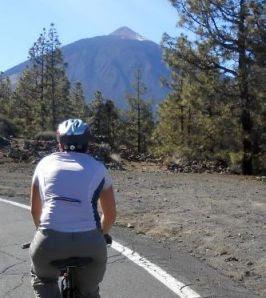 Miri on the Bike beim Anstieg zum Teide
