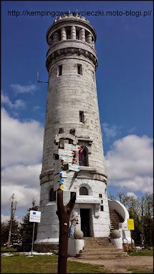 Na zdjęciu charakterystyczna wieża widokowa na szczycie Wielkiej Sowy 1015 m n.p.m.