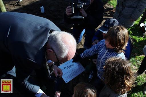 burgemeester plant lindeboom in overloon 27-10-2012 (25).JPG