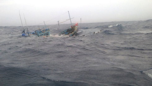 Thơ viết về những gian khổ của ngư dân