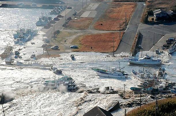 ۩ توبة بعد هزة ارضيه japan_earthquake_12.jpg