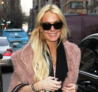 HOLLYWOOD HOT ACTRESS LINDSAY LOHAN HOT PICS BIG SMILE NEW YORK MID DAY 15 MARCH