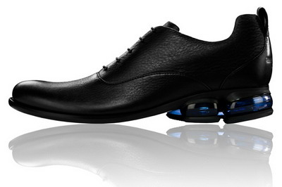 The second is black shoes with blue soles bearing that uses technologies  from Reebok DMX Mega. Do you love this shoes  77dc47c3d715