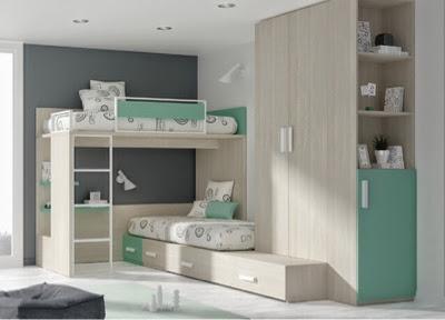 cama alta con cama debajo formada por cajones tipo cubos con una tercera cama de la cama hay un armario que le da bastante capacidad al