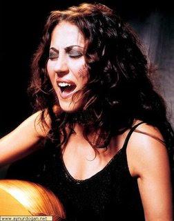 La chanteuse kurde Aynur Dogan