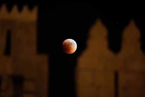 lunar eclipse%252520%2525283%252529 Pictures Of Lunar Eclipse From Around The World