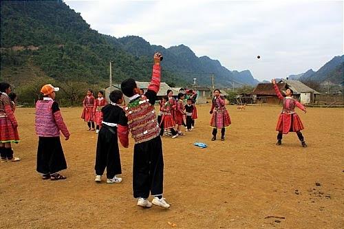 nem pao tro choi dan gian cua nguoi mong moc chau2 Ném Pao – trò chơi dân gian của người Mông Mộc Châu