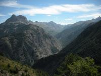Gorges du Bachelard et route de la Cayolle en contrebas