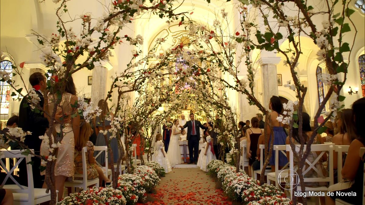 da igreja no casamento da Laura na novela Alto Astral  Moda de Novela