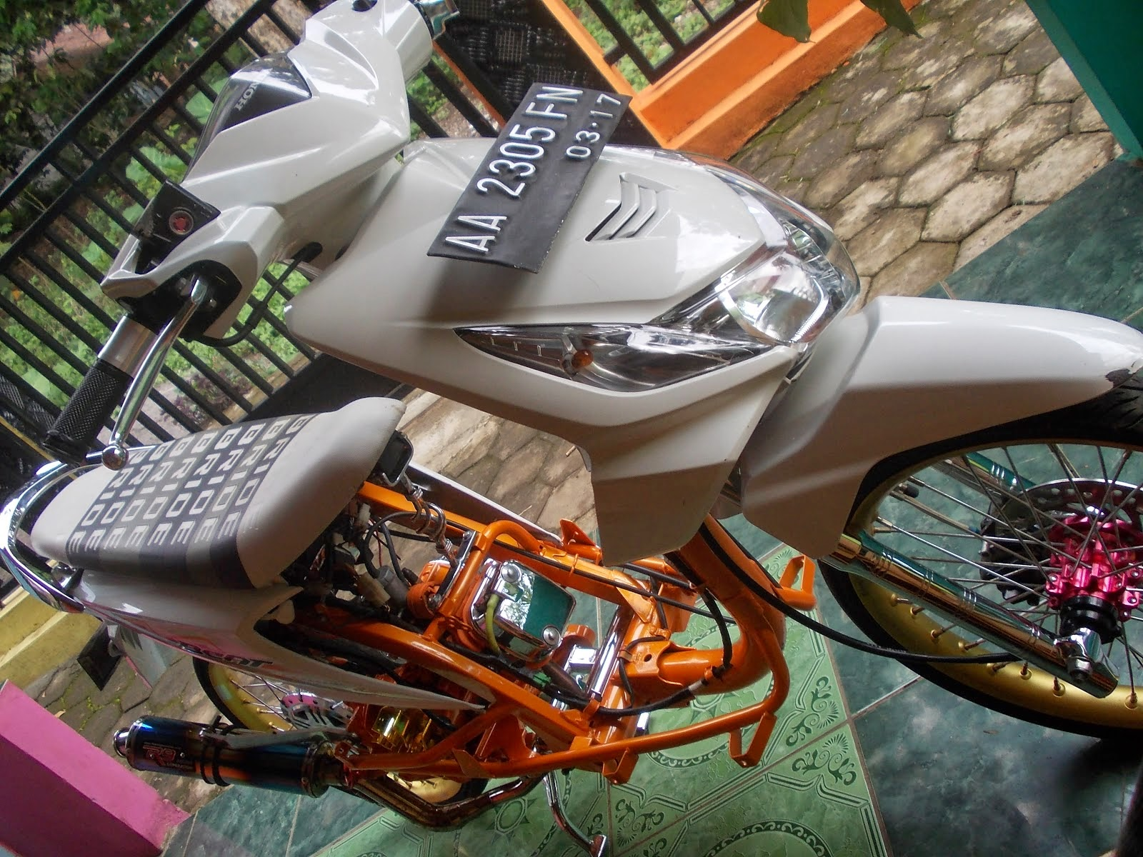 Modifikasi Honda Beat Putih