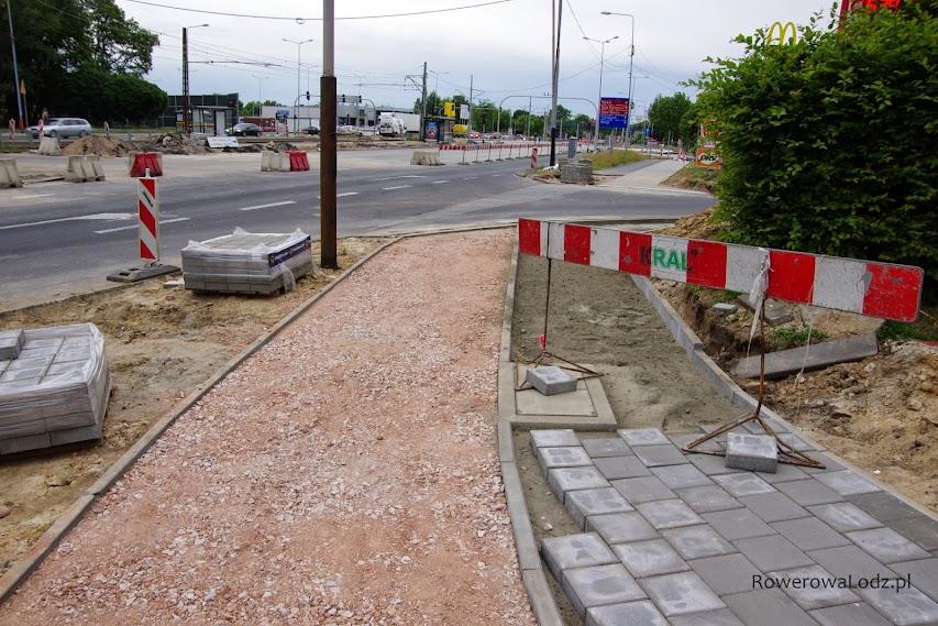 Dalej już rowerówka istnieje - powstała w ramach trasy Górnej i modernizacji skrzyżowania z al. Jana Pawła II