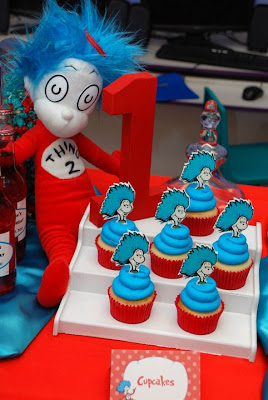 Dr Seuss Cupcakes with Thing 1 and Thing 2