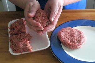 a003 [Món ngon] Bánh mì Hambuger kẹp thịt bò nhanh chóng
