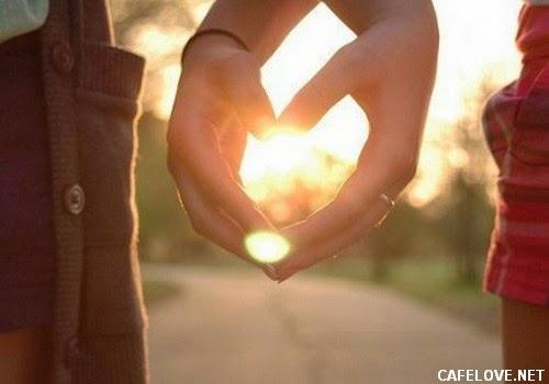 Ảnh tạo hình trái tim của 2 người đang yêu