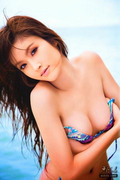 Hoa hậu chuyển giới đẹp mê hồn khi diện bikini