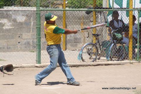 Delfino García de Insulinos en el softbol de veteranos