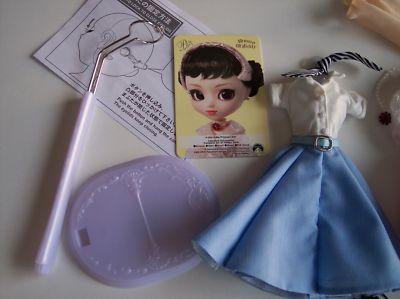 pullip princess ann vacaciones en roma roman holiday instrucciones ojos soporte conjunto informal falda azul blusa blanca pañuelo rayas blancas y negras
