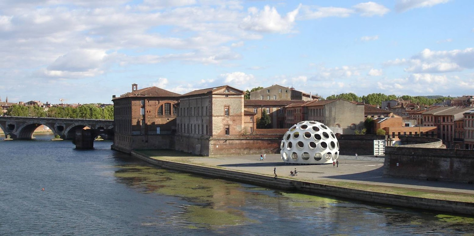 Tolosa, Francia: [FLY'S EYE DOME BY BUCKMINSTER FULLER]