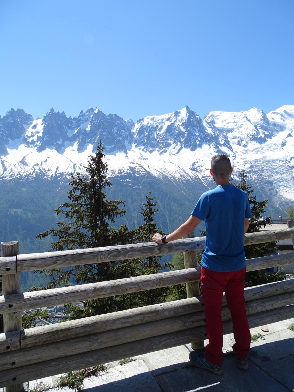 Nuestro compi Javi, divisando los impresionantes Alpes ¡bien fresquito!