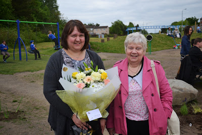 25-06-2013 - By Scott Campbell (+44) 0774 296 870 - Broom Road playpark's official opening, in Abronhill; Picture shows Abronhill Regeneration Forum member, Gail MacDonald with mother.