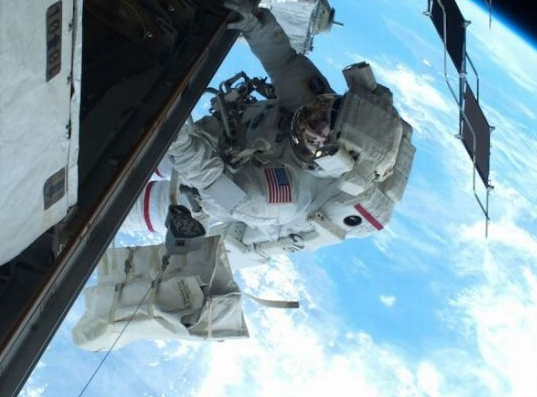 Amazing Spacewalkk Photos Seen On www.coolpicturegallery.us