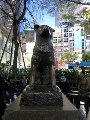 渋谷駅前のハチ公の像