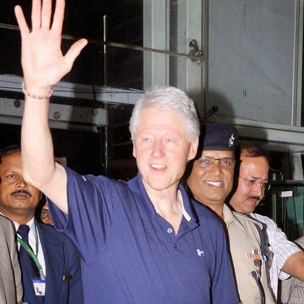 Former US President Bill Clinton arrived on a tour during which he will visit a kitchen being run for schoolchildren by an NGO.