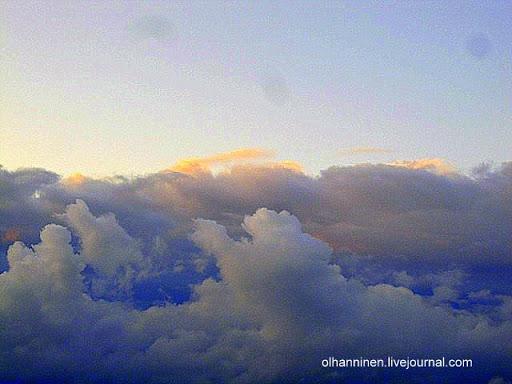 Фотография облаков над озером Уннукка в Варкаусе. Вид с моего балкона