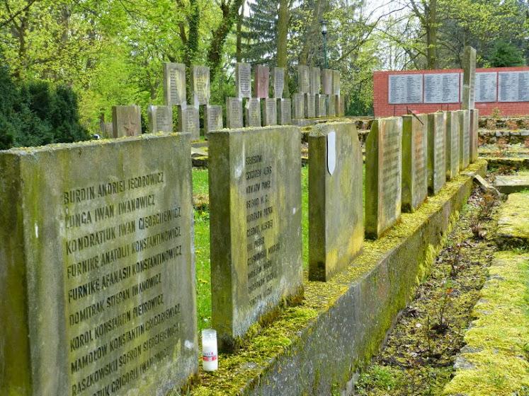 Gedenktafeln mit Namen gefallener russischer Soldaten (© A. Schwarze)