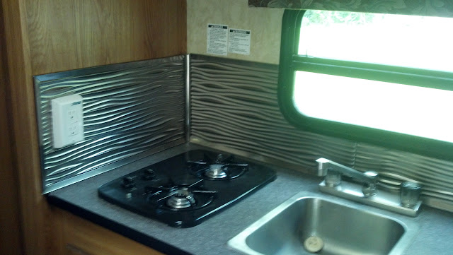 a women 39 s rv forum run by women rver 39 s view topic cornice box valance hard to change. Black Bedroom Furniture Sets. Home Design Ideas