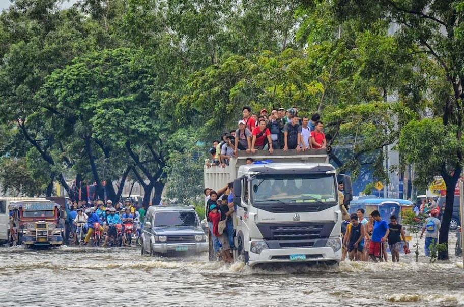 Mario Causes Flooding in Metro Manila with Pictures 20-09-2014-25