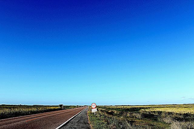 estrada sem fim - céu azul - endless road - blue sky