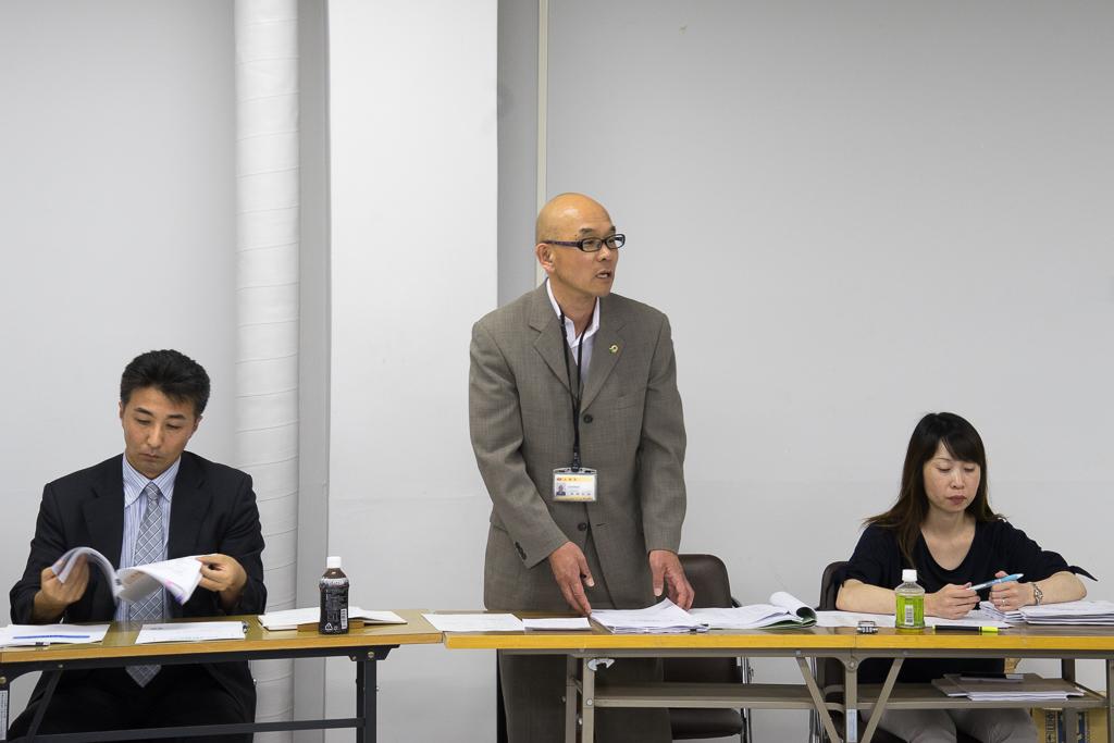北竜町役場企画振興課・高橋利昌 課長(中)、長谷牧子 係長(右)