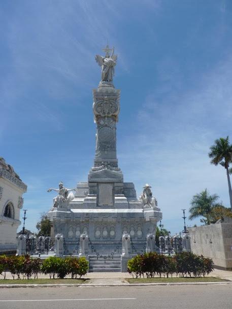 Mausoleo de los bomberos, cementerio de Colón