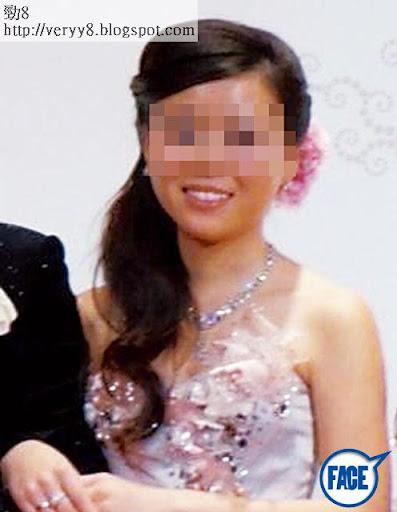 有聲稱受邀請參加婚宴的網民,喺宴會期間,不時於高登上「直擊」婚宴情況,更將女主角在婚宴中穿的低胸晚裝照放上高登。