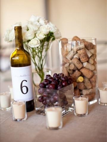 Mesero en botella de vino número 6