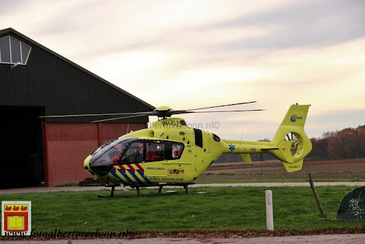 traumahelikopter landt in overloon 21-11-2012 (9).JPG