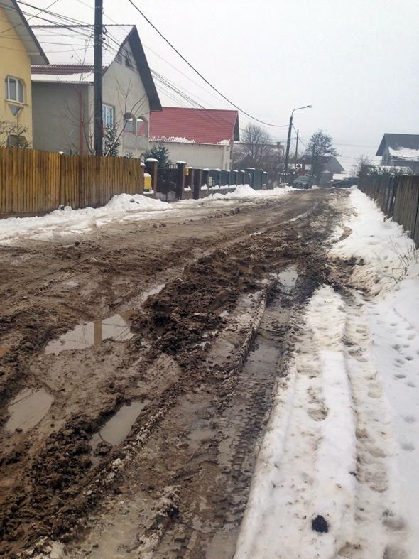 Strada Traian Țăranu, municipiul Suceava - glod, stradă neasfaltată - decembrie 2014