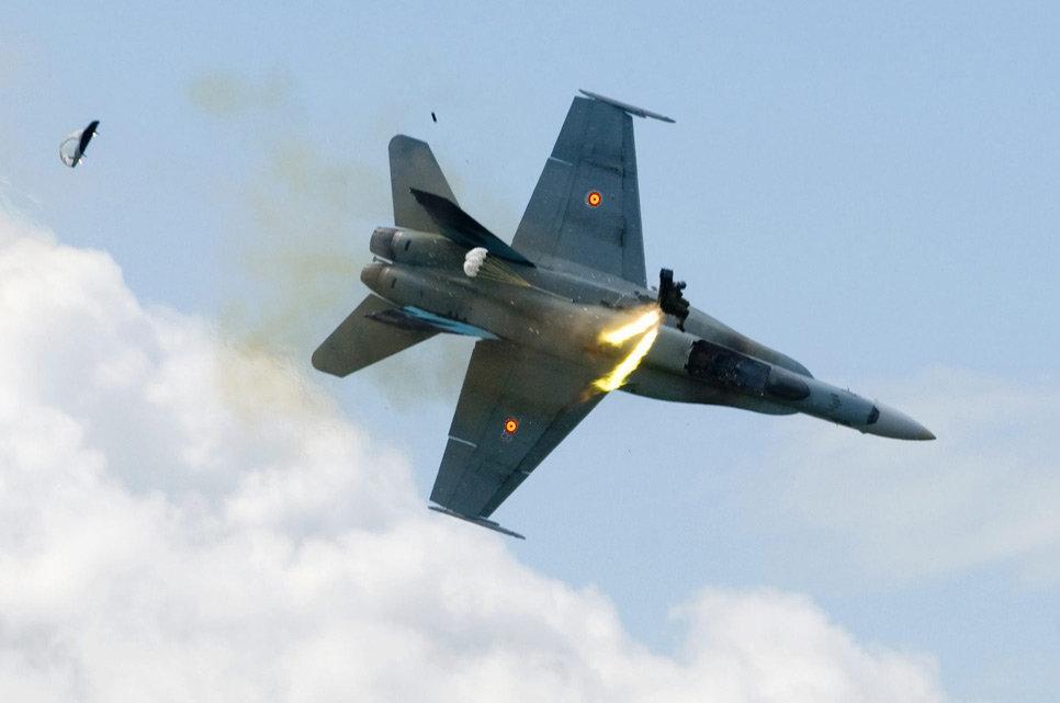 01/07/12 DOMINGO Rescate en Libia  - La Granja Airsoft - Partida abierta Avion1