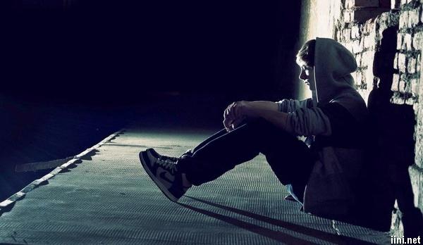 thơ tâm trạng cô đơn trong đêm của con trai