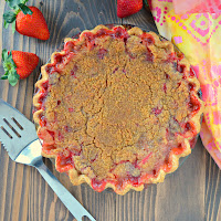 Strawberry-Rhubarb-Pie-With-Crumb-Topping.jpg