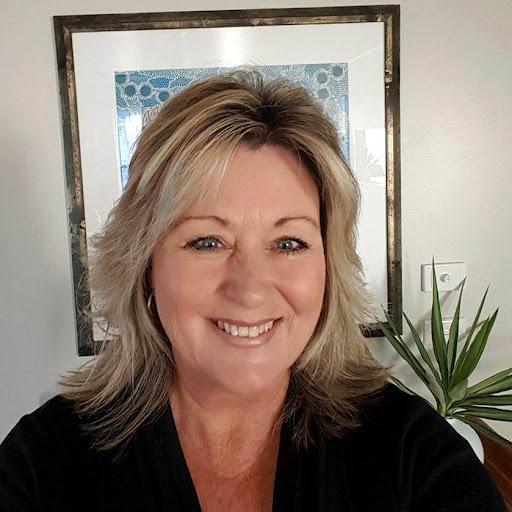 Michelle Stokes Photo 30