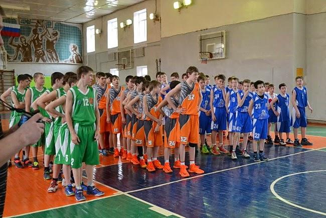 команда Углича юноши 2000 года рождения на областной баскетбольной лиге в Ярославле