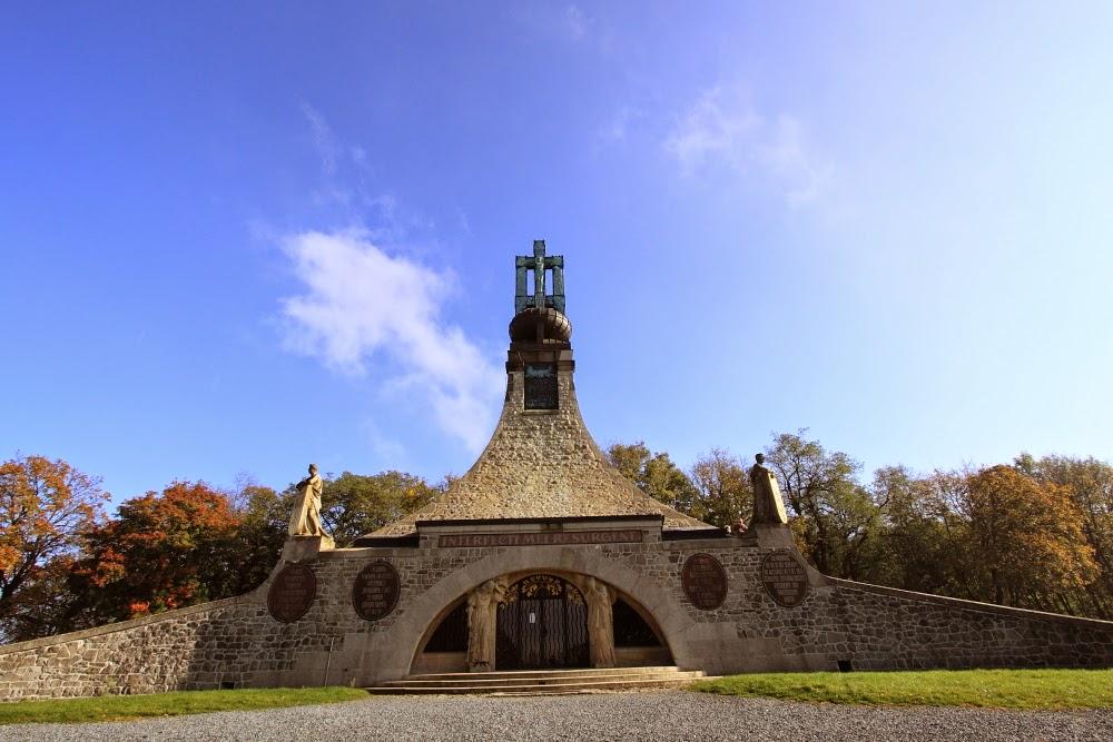 Путешествия: Курган мира (Чехия) и Братислава (Словакия).