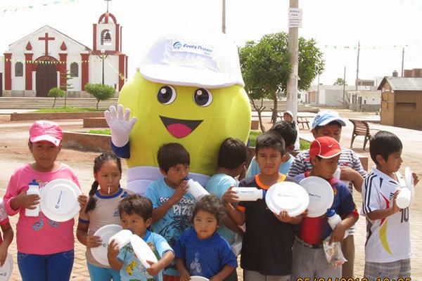 Niños de Las Salinas con Powercito
